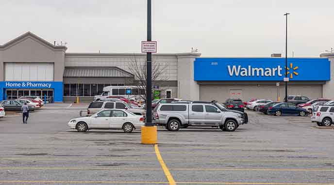 Walmart Transforming 160 Parking Lots Into Drive In Theaters Amp